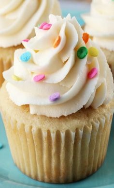 Perfectly Moist and Fluffy Vanilla  Cupcakes