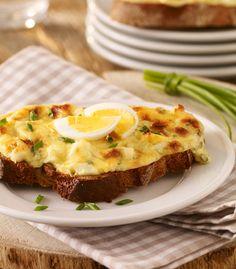 Pikanter, vegetarischer Brotaufstrich auf leckerem Brot.