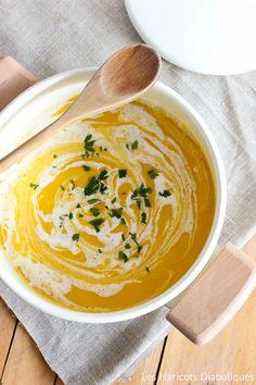 Cream of pumpkin soup with coconut milk Delicious Vegan Recipes, Yummy Food, Healthy Recipes, Healthy Food, Love Eat, Love Food, Cream Of Pumpkin Soup, Vegan Junk Food, Easy Cooking