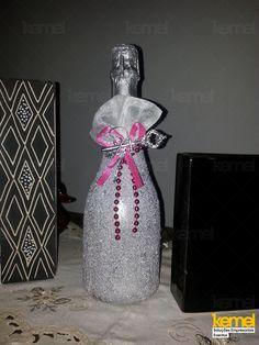 Garrafa de champagne decorada para um aniversário  www.facebook.com/kemeleventos