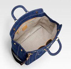 Rihanna in Miu Miu Cut Out Oxford Flats and Carrying Prada Logo Denim Bag Tote Handbags, Leather Handbags, Denim Bag Patterns, Denim Tote Bags, How To Make Handbags, Cute Bags, Diy Handbag, Luxury Handbags, Clutch Bag