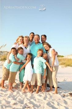Potter we should do this if we ho to the beach again! family beach pic - I like the aqua shirts :) Large Family Pictures, Beach Family Photos, Beach Photos, Family Pics, Beach Portraits, Family Portraits, Picture Poses, Photo Poses, Photo Shoots