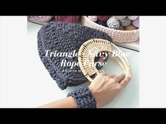 Crochet Triangle Rope Purse - Step by Step Video Tutorial - Crochet For You! Crochet Tools, Knit Crochet, Crochet Hats, Macrame Bag, Macrame Cord, Crochet Triangle, Purse Tutorial, Pattern Library, Pattern Ideas