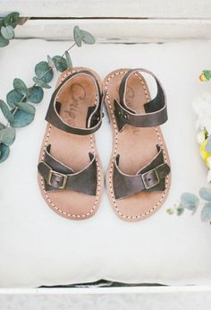 Beautiful Handmade Naturally Dyed Leather Kids Sandals   Crupon on Etsy Bohemian Girls, Vintage Bohemian, My Little Girl, Little Ones, Berry Lipstick, Kids Sandals, Kid Styles, Baby Love, Rihanna