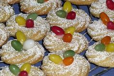 Easter nests, a very tasty recipe from the Cookies & Cookies category. Mini Desserts, Holiday Desserts, No Bake Desserts, Holiday Recipes, Dessert Recipes, Pudding Recipes, Drink Recipes, Italian Cookie Recipes, Baking Recipes