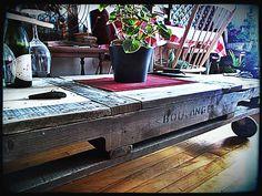 table basse sur roues, en palette, bicolore, 220$ #diy #palet #palette #bois #wood #woodwork #atelier #studio #Montréal #tools #outils
