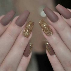 Are you tired of single-toned nails and the same old and boring patterns? Looking for some nail art inspiration? Get ready for some manicure magic with these hot and amazing nail art designs. Fancy Nails, Gold Nails, Matte Nails, My Nails, Hair And Nails, Acrylic Nails, Gold Glitter, Glitter Nails, Coffin Nails