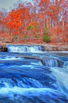 The largest waterfall in the state of Indiana can be found inside Cataract State Park. Cataract Falls drops for a total of 86 feet, with the upper falls making up 20 feet of this figure. The hike to the falls is of moderate difficulty and less than three miles in length, with the best time to visit between December and May. As Cataract Falls is made up a long series of cascades, many of the trails within Cataract State Park are within site of the beautiful falling water.