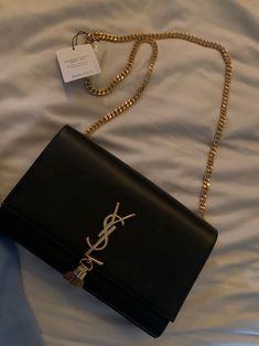 Authentic YSL bag purse Source by mercarius bags Ysl Handbags, Cute Handbags, Fashion Handbags, Purses And Handbags, Fashion Bags, Luxury Purses, Luxury Bags, Cute Jewelry, Jewelry Accessories
