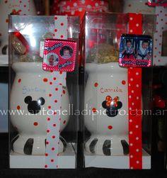 Souvenirs bien argentino. Mates pintados y personalizados con Mickey y Minnie. Party Favors http://antonelladipietro.com.ar/blog/2012/06/cumple-mellis-disney/
