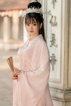 Chinese Gown, Art Of Beauty, Cute Japanese Girl, Japan Photo, Chinese Clothing, Traditional Fashion, Chinese Actress, Hanfu, Asian Woman