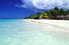 Negril Beach, Jamaïque: Egalement considérée comme une des plus belles plages du monde et située, cette fois, en Jamaïque, la Negril Beach doit une partie de sa popularité mondiale au Rick's Café, troquet situé en hauteur de la plage et qui offre une vue imprenable sur la baie.