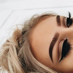 eyeliner – Great Make Up Ideas Gorgeous Makeup, Pretty Makeup, Love Makeup, Amazing Makeup, Makeup Style, Sleek Makeup, Flawless Makeup, Beauty Make-up, Beauty Hacks