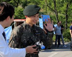 Song-joong's military discharge. Make more kdramas, puppy! #onigirilove #kdrama #dots