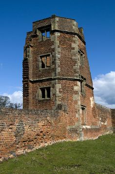 The ruins of Bradgate House, Leicester, England, birthplace of Lady Jane Grey. ©Shutterstock /Robbie Taylor