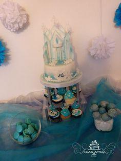 Frozen sweet bar Cake, cakepops, macrons and cupcakes