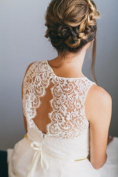 Gorgeous Open Lace Back on the Sarah Seven Mademoiselle Dress | Alexandra Wallace Photography | Bold Boho Bridal Style for Autumn