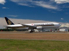 Singapore Airlines 777 landing at Christchurch [[MORE]] Type: Boeing 777-212/ER Registration: 9V-SVN Location: Christchurch International Airport Date: 31/12/2013