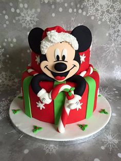It's a Mickey Mouse Christmas: Cakes by Samantha, facebook Fondant Christmas Cake, Christmas Birthday Cake, Christmas Food Gifts, Christmas Desserts, Christmas Baking, Christmas Cakes, Mickey Birthday, Christmas Holiday, Mickey Mouse Torte