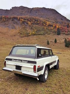 The beast in its natural environment Cherokee Chief, Jeep Cherokee Xj, Jeep Pickup, Jeep Truck, Jeep Wrangler Accessories, Military Jeep, Old Jeep, Jeep Mods, Jeep Wagoneer