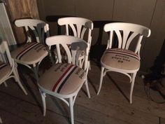 Caféstoelen met een gestoffeerde zitting. Dutch postzak. @Oudisnieuw