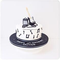 Guitar Birthday Cakes, Birthday Cake For Him, Guitar Cake, Cake Decorating Classes, Birthday Cake Decorating, Best Birthday Cake Designs, Bolo Musical, Cake Makers, Boyfriend Birthday