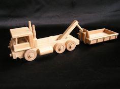 Handgemaakte natuurlijke speelgoed gemaakt van hoge kwaliteit hout in Tsjechië, EU. De gecertificeerde speelgoed zijn niet gekleurd, net gewaxt en gepolijst. Heerlijk aangenaam om aan te raken. Ze hebben een mooie retro bochten en perfecte afwerking.  Op voorraad www.soly-toys.com vrachtwagens