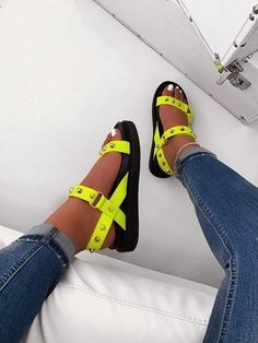 21 Women Sandals For Moms Schuhe Fashion Sandals, Sneakers Fashion, Fitness Video, Latest Shoe Trends, Latest Shoes, Cute Sandals, Cute Shoes Flats, Shoes Sandals, Sneakers Mode