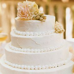 ホワイトローズのウェディングケーキ