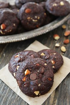 A 30 minute recipe for Vegan Chocolate Almond Cookies with Almond Breeze. Chocolate Almond Cookie Recipe, Almond Cookies, Vegan Chocolate, Cookies Vegan, Chocolate Cookies, Chocolate Chips, Sugar Cookies, Vegan Treats, Vegan Desserts
