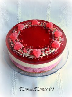 Mansikka-vanilja-mansikka hyydykekakku Cheesecake Recipes, Dessert Recipes, Cheesecake Decoration, Valentines Food, My Best Recipe, Piece Of Cakes, Cakes And More, Yummy Cakes, Cake Cookies