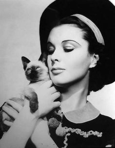 Vivien Leigh. This lady loved cats.