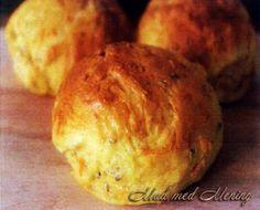 Ummmm… boller er altid dejligt! Og her er en opskrift på dejlige boller med fuldkornsmel, æble og gulerod. et skønt mellemmåltid… 2 groftrevne æbler 3 groftrevne gulerødder 2 dl lunken … Clean Recipes, Healthy Recipes, Bread Bun, Bread Baking, Baby Food Recipes, Food Inspiration, Meal Prep, Muffin, Brunch
