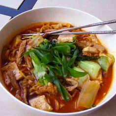 Grandmas Rainy Day Kimchi Noodle Soup Recipe - made without tofu or pork. Korean Dishes, Korean Food, Asian Recipes, Healthy Recipes, Ethnic Recipes, Healthy Cooking, Kimchi Noodles, Soup Recipes, Cooking Recipes