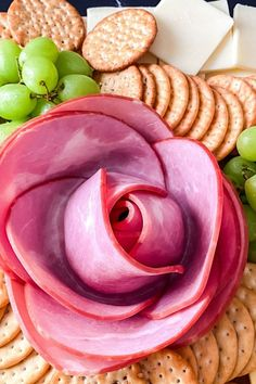 Charcuterie Lunch, Charcuterie Board Meats, Charcuterie Recipes, Italian Appetizers Easy, Yummy Appetizers, Appetizer Recipes, Salami Appetizer, How To Make Pepperoni, Game Night Snacks