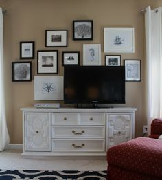 love this gallery wall behind the TV