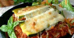 Koolhydraat arme groente lasagne Dit recept is voor 4 personen. Ingrediënten: • 2 courgettes • 1 ui • 2 tenen knoflook • 400g geh...