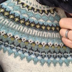 Är det någon som känner igen det här mönstret? Bohuskofta som min svärmor stickat. #bohusstickning Fair Isle Knitting, Knitting Yarn, Knitting Charts, Free Knitting, Knitting Designs, Knitting Projects, Punto Fair Isle, Knitting Patterns, Crochet Patterns