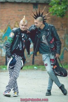 punk two male punks with mohawks, checkered pants-pin it from carden Pop Punk, Subcultura Punk, Punk Mode, Punk Guys, Moda Punk Rock, Style Punk Rock, Punk Rock Fashion, Punk Art, Arte Punk