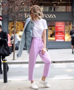 Street style lilac white tshirt outfit ideas