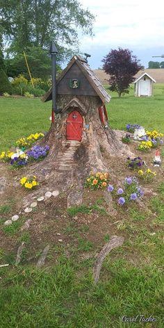 Fairy Tree Houses, Fairy Garden Houses, Gnome Garden, Fairies Garden, Garden Crafts, Garden Projects, Tree Stump Decor, Tree Stumps, Gnome House