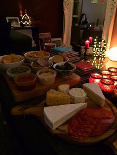 Lauren Fenner: Ready for #DowntonNight with the ultimate spread! Sad it's the penultimate but looking forward to Xmas day! #Downton