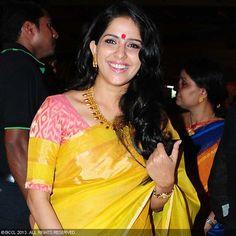 Aparna-Nair-sizzles-yellow-saree-Joshiys.jpg