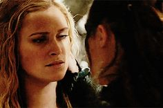 The Show That's Breaking New Ground For Queer Representation Lesbian Gif, Cute Lesbian Couples, Lesbian Love, Bellamy And Clarke Kiss, Lexa E Clarke, Lexa The 100, The 100 Clexa, Post Apocalyptic Series, The 100 Show