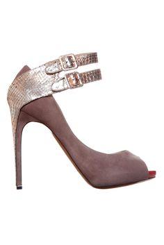 5963aa01e32f 137 Best FASHIONISTA - Hot Heels images