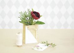 Diy Planters, Place Cards, Bloom, Place Card Holders, Vase, Decor, Creative Crafts, Flowers, Decoration