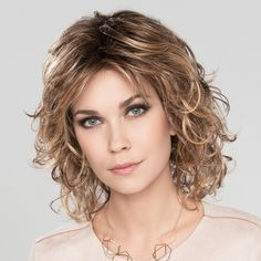 Cat Synthetic Wig by Ellen Wille is a curly styled wig with a monofilament crown. Curly Hair With Bangs, Curly Hair Cuts, Curly Bob Hairstyles, Short Curly Hair, Hairstyles With Bangs, Curly Hair Styles, Hair Trends, Naturally Curly, Wigs