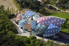 Image of Louis Vuitton Foundation building