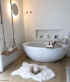Das Badezimmer ist eines der wichtigsten Zimmer accessoire one Bath The bathroom is one of the main room accessory one bath important Room Accessories, Interior, Home, Cheap Home Decor, House Interior, Bedroom Decor, Bathtub Design, Bathroom Design, Bathroom Decor