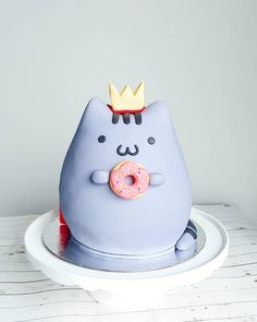 Pusheen the king of donuts! Birthday Cake For Daughter, Pusheen Cakes, Pusheen Birthday, Harry Potter Birthday Cake, Happy Belated Birthday, Cupcakes, Cute Food, Sweet Life, Donuts